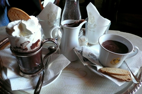 choccolate con panna et choccolate y tazza